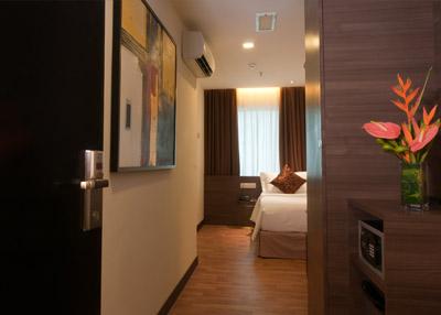 frenzhotel-single